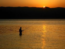 800px-Fishing_Lake_Ohrid